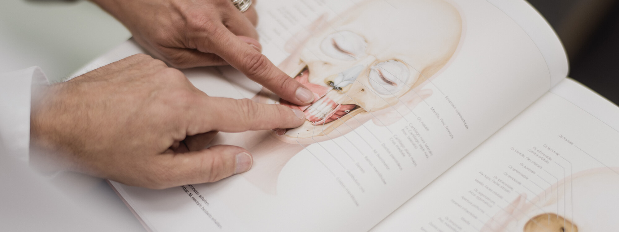 Mund-, Kiefer-, Gesichtschirurgie - Coburg - Feller / Otte - Leistungen Slider